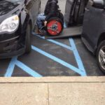 車椅子マークの駐車スペース周辺に車をとめてはいけない理由