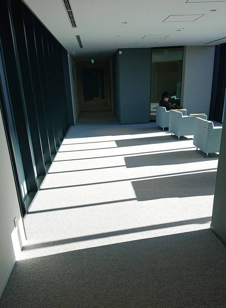 【東京音大】影がピアノの鍵盤の様に見えるのは偶然?